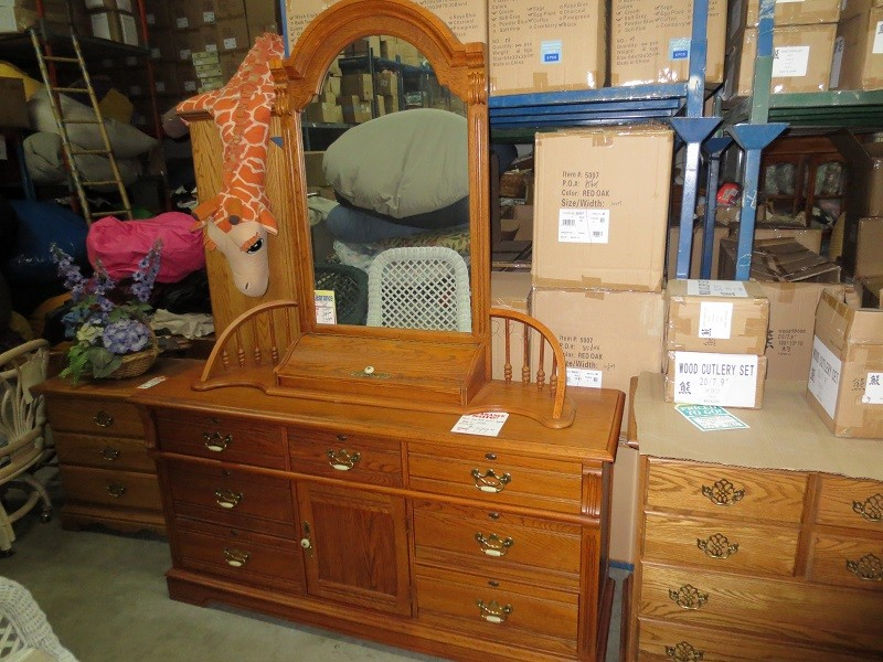 Solid Oak Wood Dresser and Vanity Mirror Set